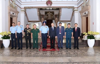 Consul General  with Chief of Air Staff during their call on Vice Chairman of People's Committee of HCMC