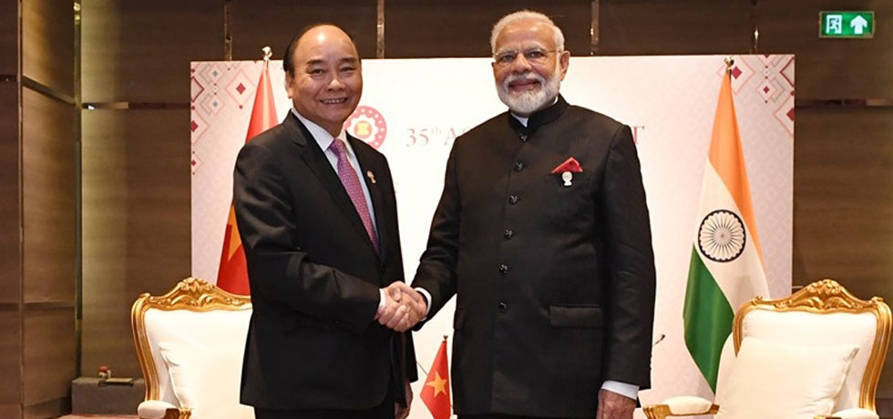 PM Narendra Damodardas Modi had a warm meeting with Vietnam PM Nguyen Xuan Phuc. Conveyed best wishes on Vietnam assuming the Chair of ASEAN next year. Also reviewed steps to strengthen our comprehensive strategic partnership.