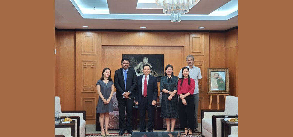 Dr. Madan Mohan Sethi, Consul General of India met with Mr. Nguyễn Ngọc Anh, Deputy Editor-in-Chief, Sai Gon Giai Phong Newspaper on September 09, 2020. The meeting focused on developing shared mutual interests between the two sides.