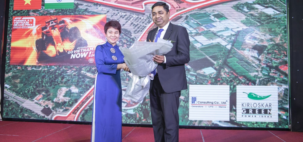 Ms. Nguyen Thi Van Anh, Chief Representative DP Consulting Office in Ha Noi felicitating Consul General Dr. Madan Mohan Sethi on the occasion of 'Digital Operation Ceremony of SAP-ERP and Customer Appreciation night event' organized by DP Consulting Co. Ltd. on 23rd October, 2020.