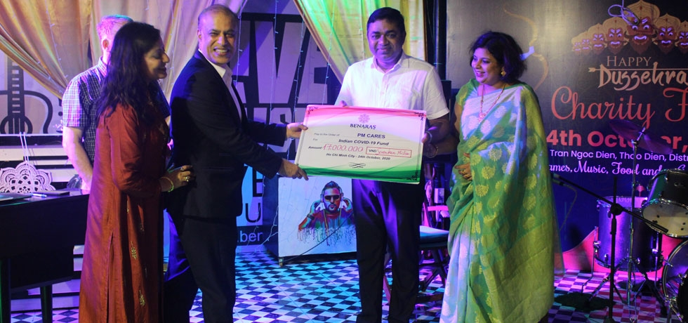 Consul General Dr. Madan Mohan Sethi receiving contribution for PMCARES FUND on the occasion of Dussehra Charity Fair organized by Benaras Restaurant on 24th October, 2020.