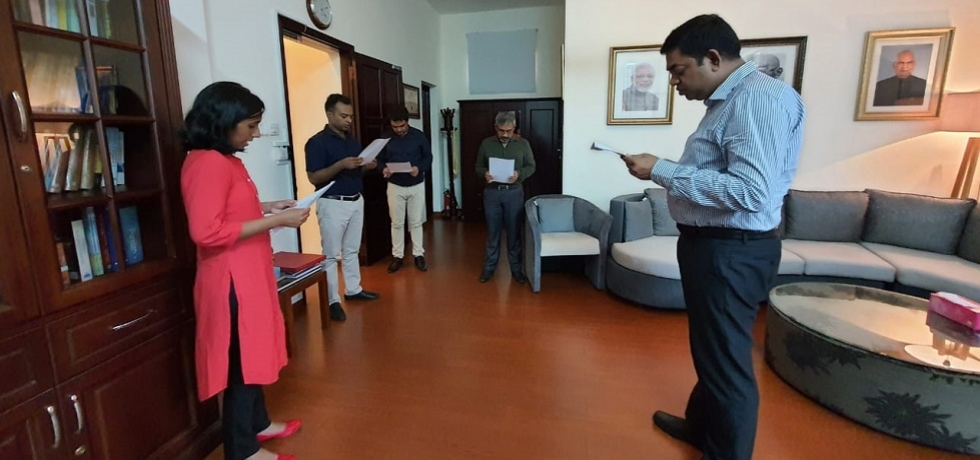 On the occasion of the birth anniversary of Sardar Vallabhbhai Patel on 31st October 2020, officers and staff of Consulate General of India in Ho Chi Minh City taking ´Rashtriya Ekta Diwas Pledge´.