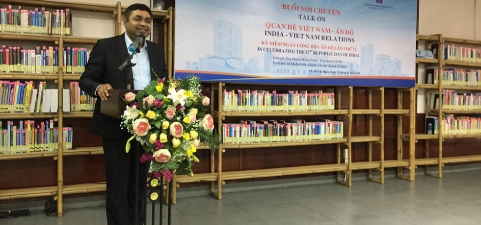 Consul General Dr. Madan Mohan Sethi giving remarks at the talk on India - Vietnam Relations organized at HCMC General Sciences Library on 25th January, 2021.
