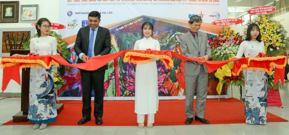 Consul General Dr. Madan Mohan Sethi along with Assoc. Prof. Dr. Nguyen Van Minh, President, Ho Chi Minh City University of Fine Arts inaugurating the Opening Ceremony of Painting Exhibition in the HCMC University of Fine Arts on 25th January, 2021.  The exhibition marks the end of an ´Artist Camp´ organized by the Consulate General of India with the collaboration of Ho Chi Minh City University of Fine Arts.