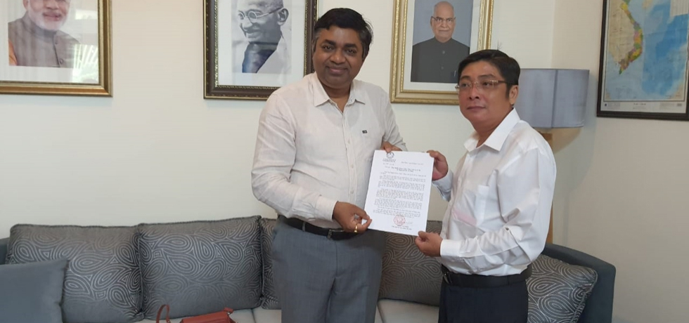 On May 07, 2021, Mr. Bui Quoc Khanh, Deputy Director, Department of Foreign Affairs of Binh Phuoc Province visited Dr. Madan Mohan Sethi, Consul General of India in HCMC and handed over a 'Letter Expressing Solidarity' from the Chairperson of Binh Phuoc Province on Covid-19 pandemic.